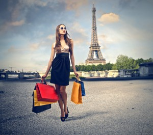 Shopping in Paris (© olly – Fotolia.com)